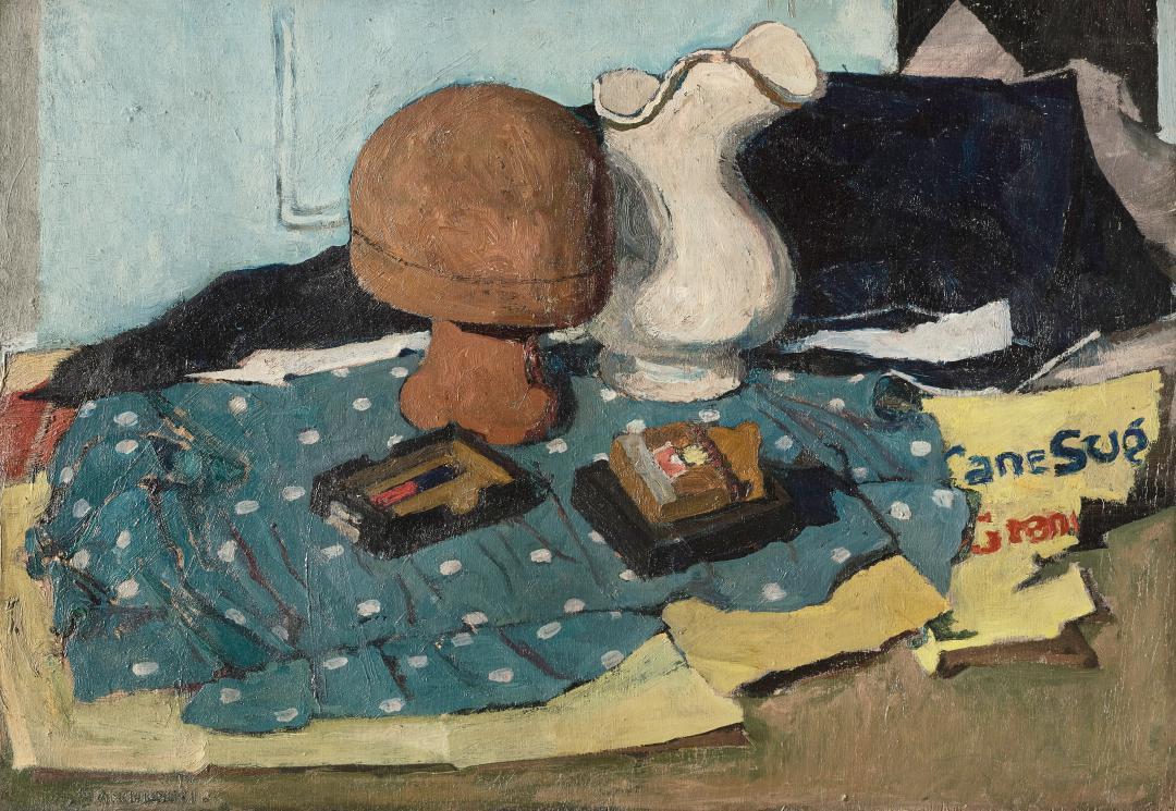 Composizione su stoffa a pois (con cappelliera, brocca e scatole)